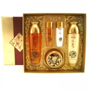 Антивозрастной набор с золотом и женьшенем BERGAMO Luxury Yezihu Gold Set