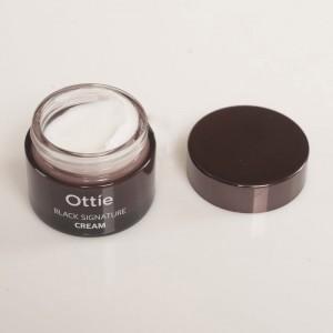 Омолаживающий крем с муцином черной улитки Ottie Black Signature Cream 50мл