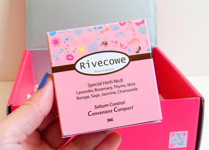 Компактная матирующая пудра для лица RIVECOWE Beyond Beauty Sebum Control Convenient Compact